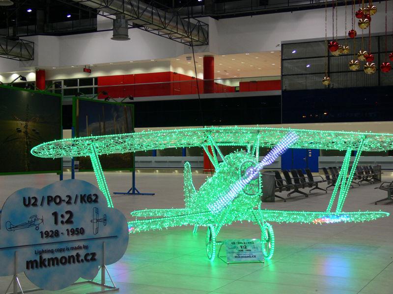 3d svetelna dekorace letadlo letiste